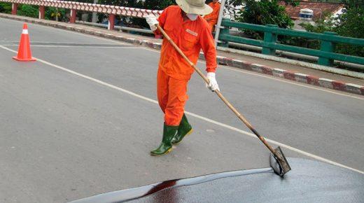 Aplicacão manual revestimento pavimento asfáltico